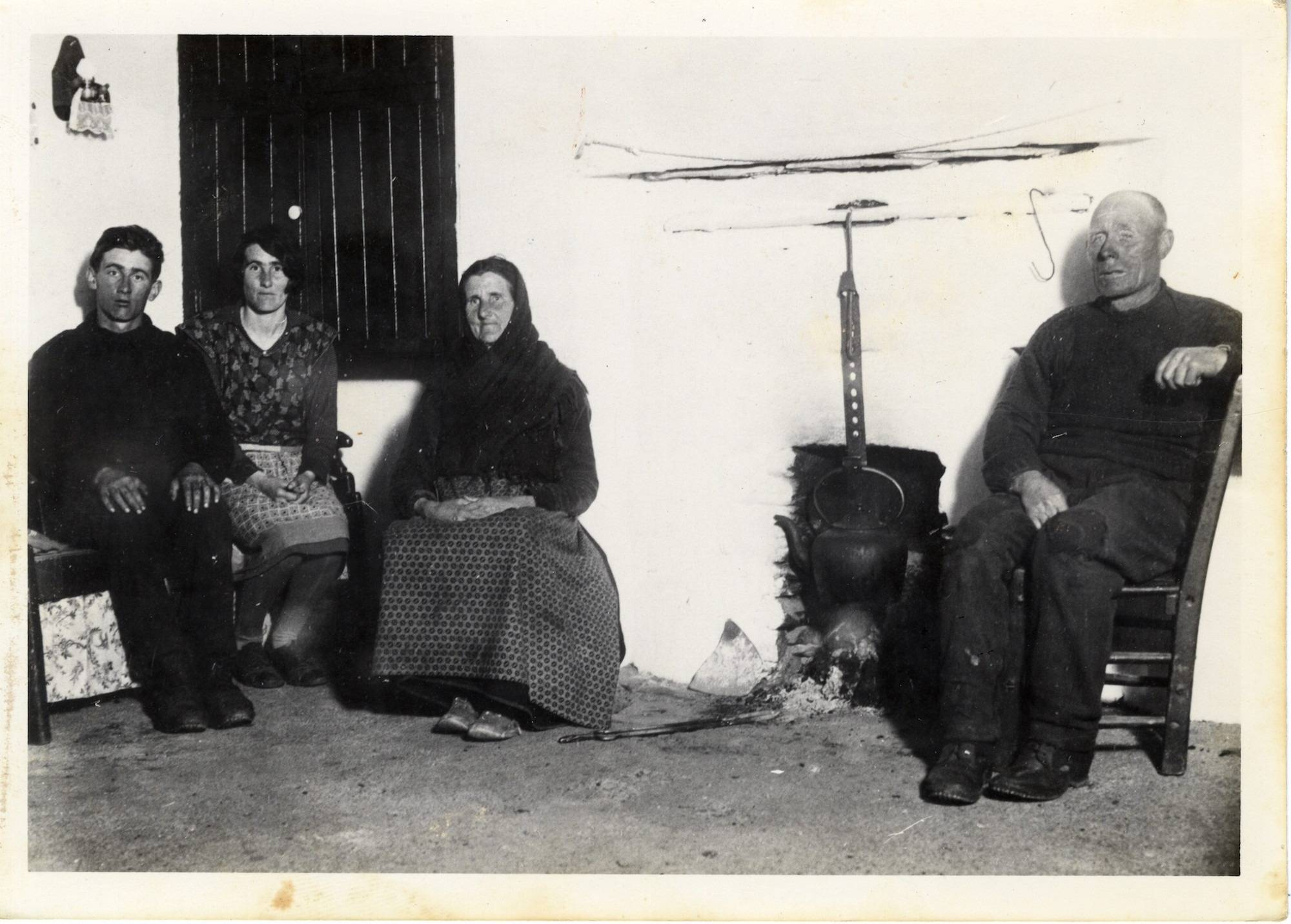 Those that remain at home. Séamuisín Buffer Kean, the youngest son, Peig, mother and father. 1933.